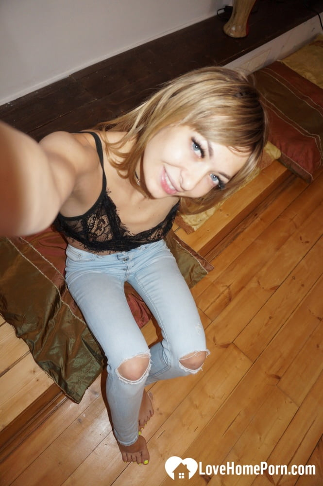 Lonely beauty displaying her good bits on cam - 23 Pics