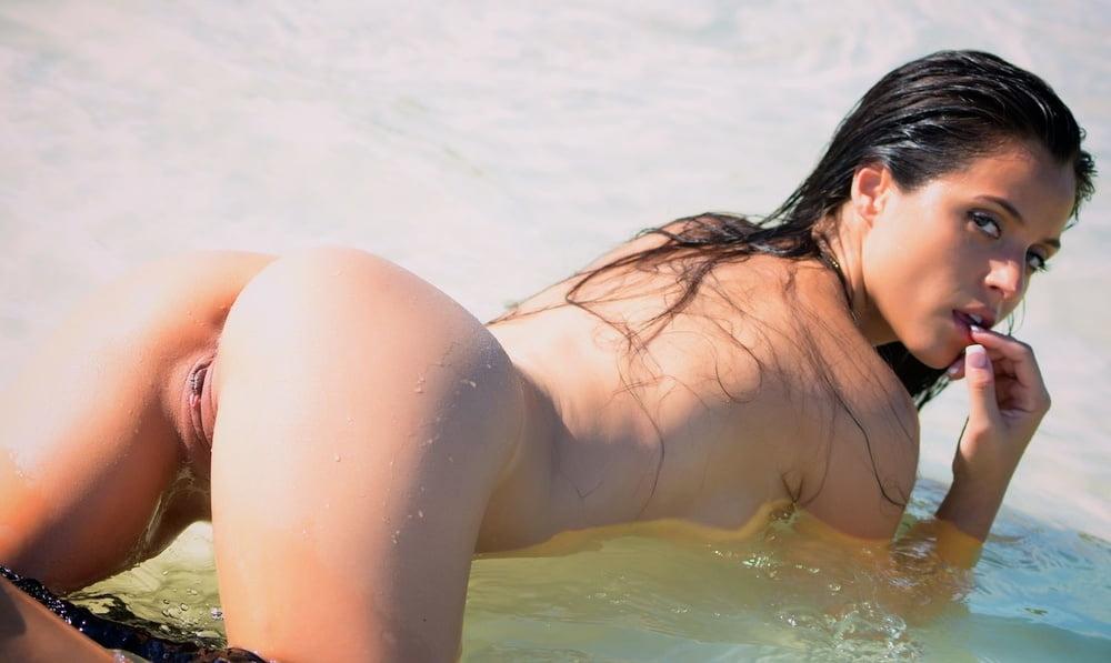 Hot wet and nude brazilian girls, bare women s e