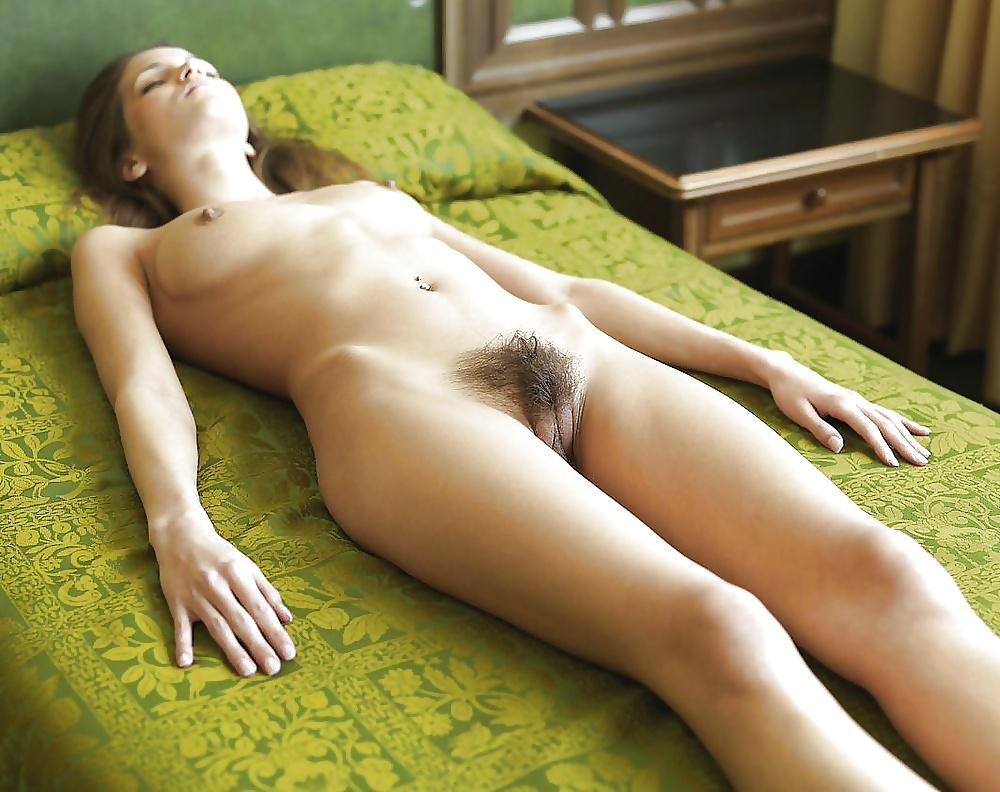 голые телки с волосатыми лобками