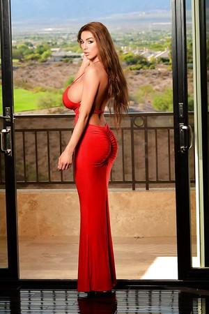 sexy jordan carver hot curves