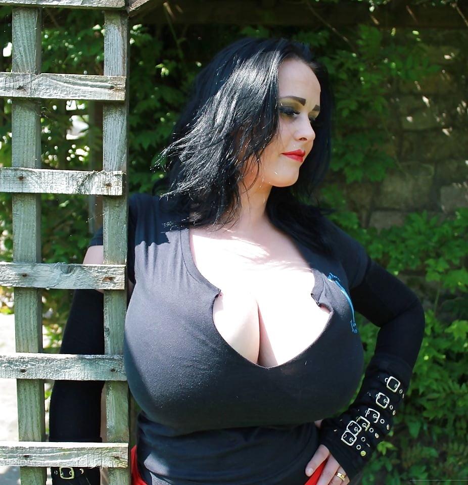 Hot nude ariana grande