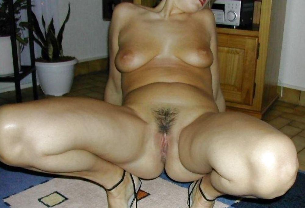 Zwergin Monsterschwanz Cowgirl Orgasmus