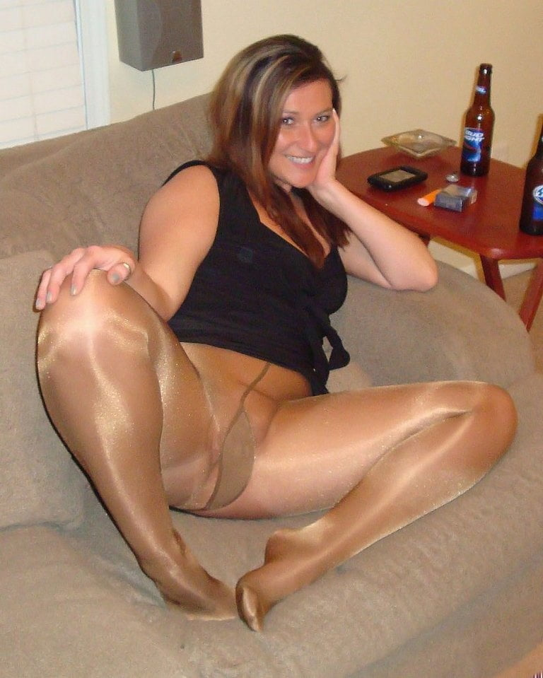 amatures-wearing-pantyhose-pictures