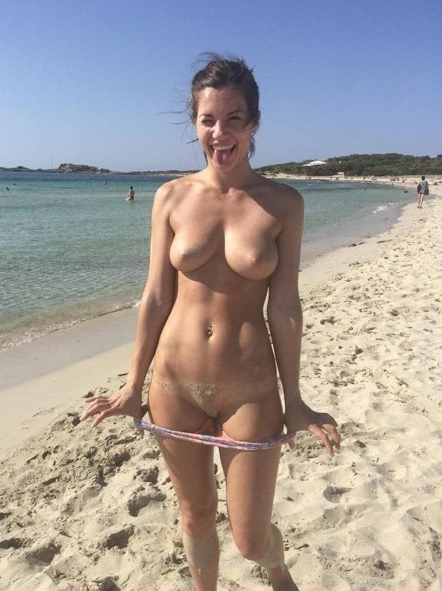 Nudists and Naturalists (r.03.20.a) - 35 Pics
