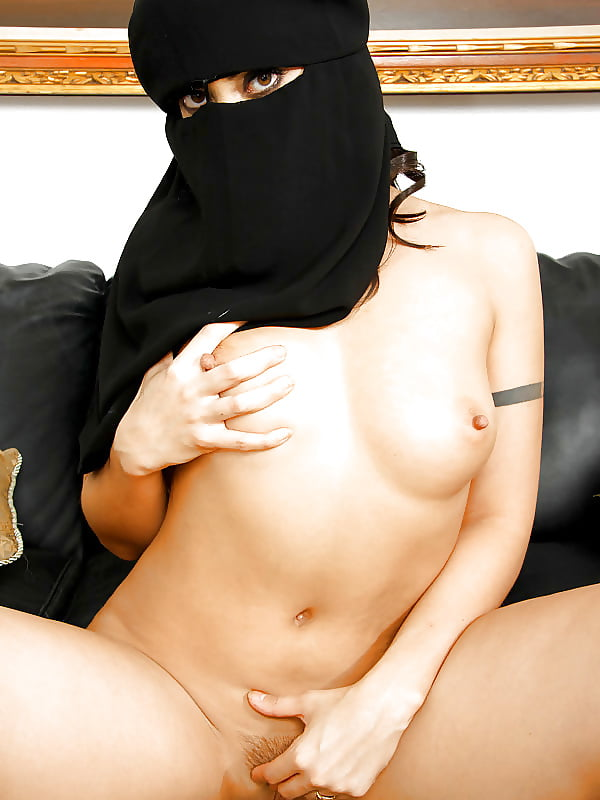 Horny middle east girls 7