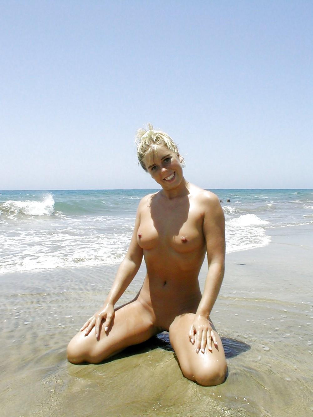 German Bitch - Nude Beach 2 - 38 Bilder - Xhamstercom-8284