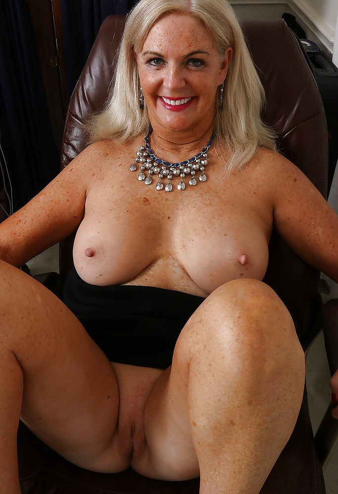 Naked older sexy babes, muscle bound porn girls
