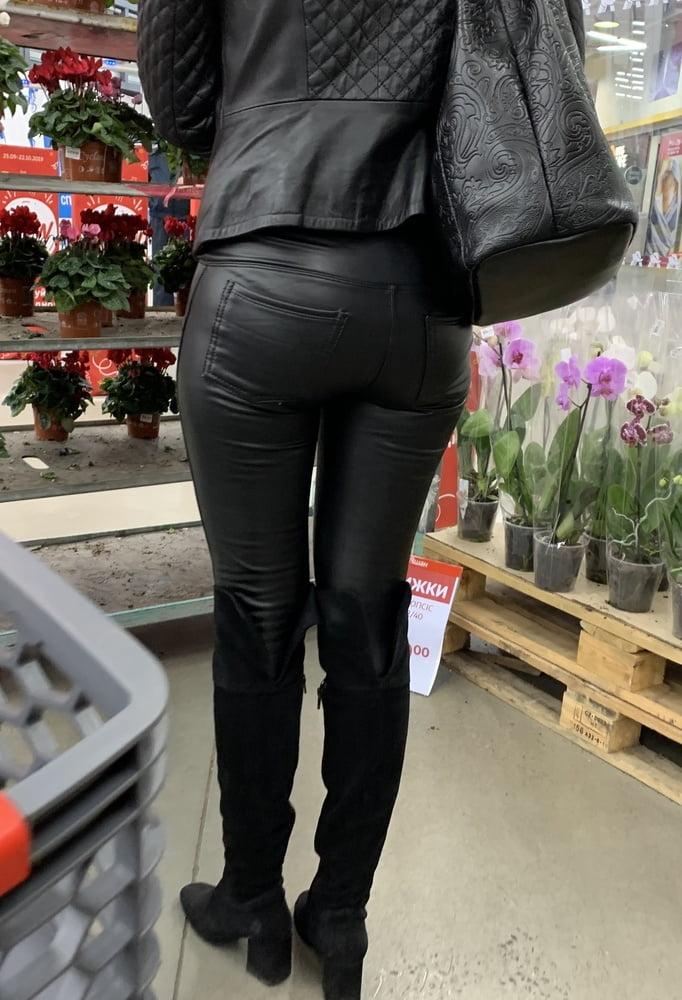 Sugar ass and cameltoe hot mature