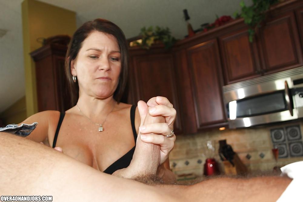 ним личные женщина подрочила на кухне ласка