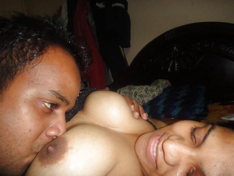 Paki Univercity Babe Smooch N Boobs Sucked Like Free Porn Galery