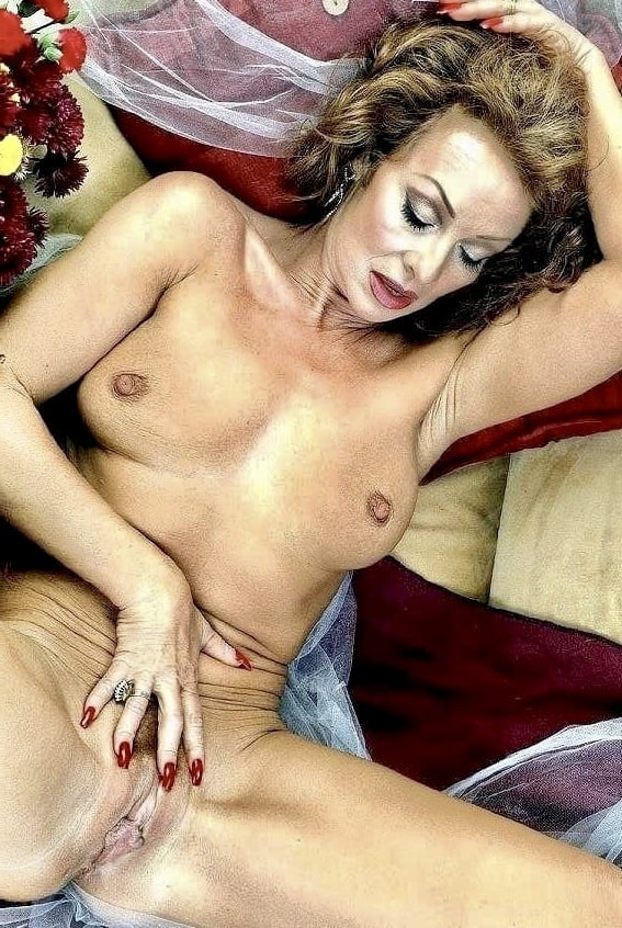 Milfs - Naked Milfs spreading legs, spreading pussies 83 - 48 Pics