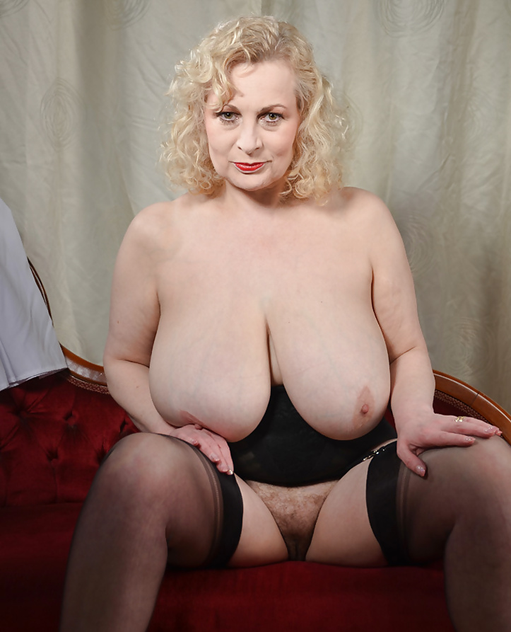 Huge Tits, Big Boobs Pics, Naked Busty Girls