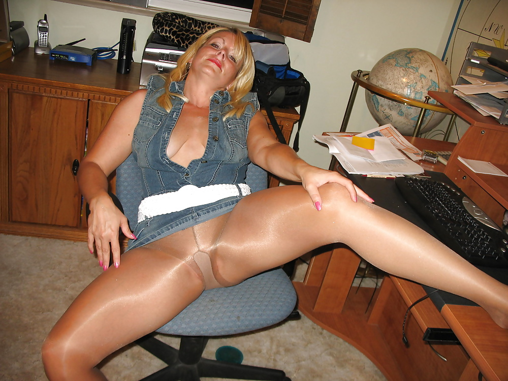 amatures-wearing-pantyhose-pictures-totally-hot-naked-black-women