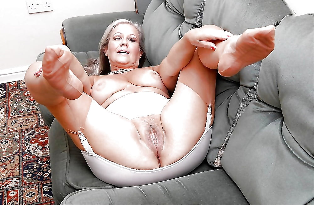 Старушка развела ноги фото