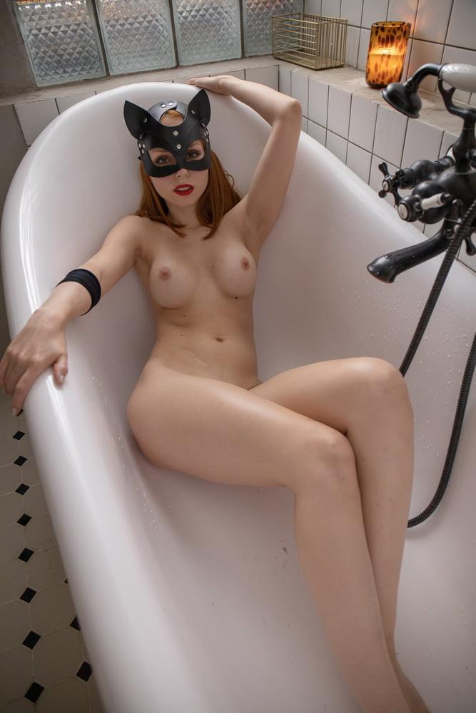 This dirty girl needs a good wash - 11 Pics