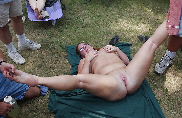 Exhibitionist couple fucking doggystyle outdoor