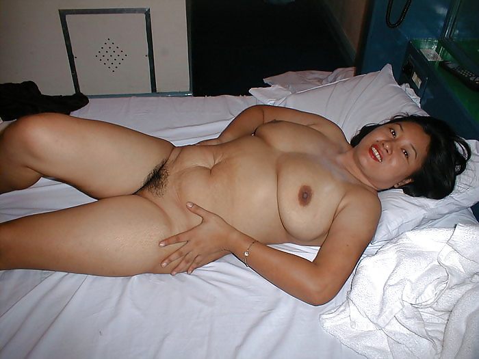 Big fat filipina asian granny with a big pussy and thicc ass