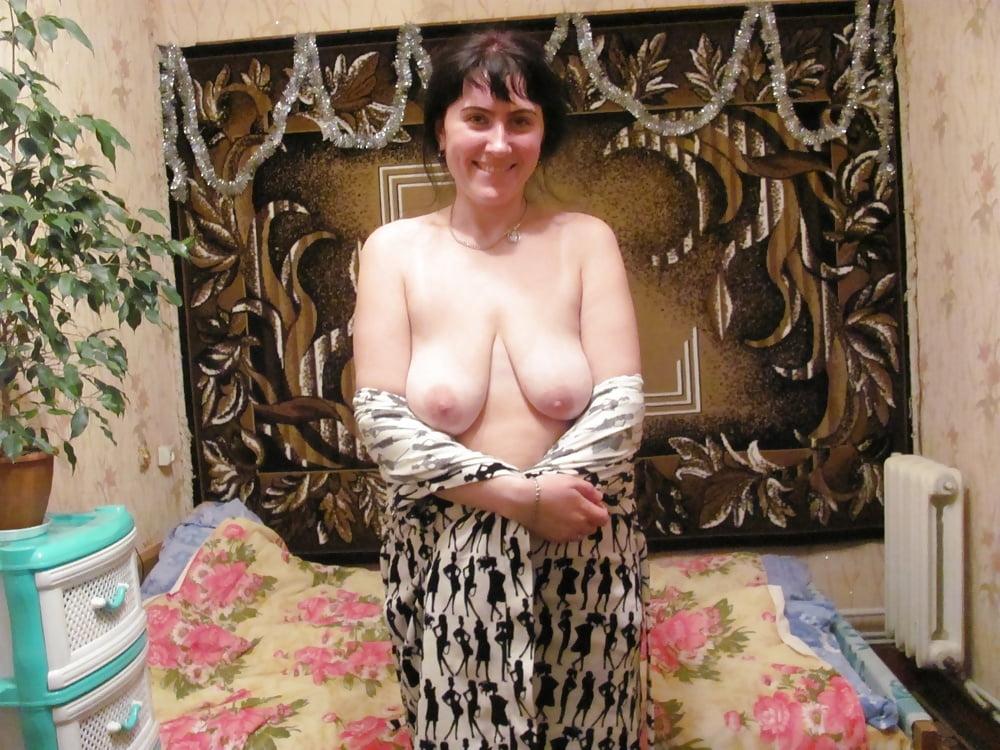 довольное зрелые сиськи мамки в халате фото они