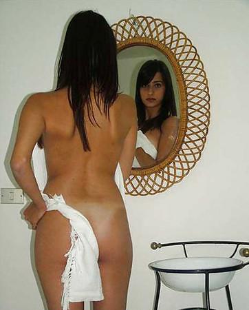 Hot Amateur Brunette Teen Girl Posing Nude