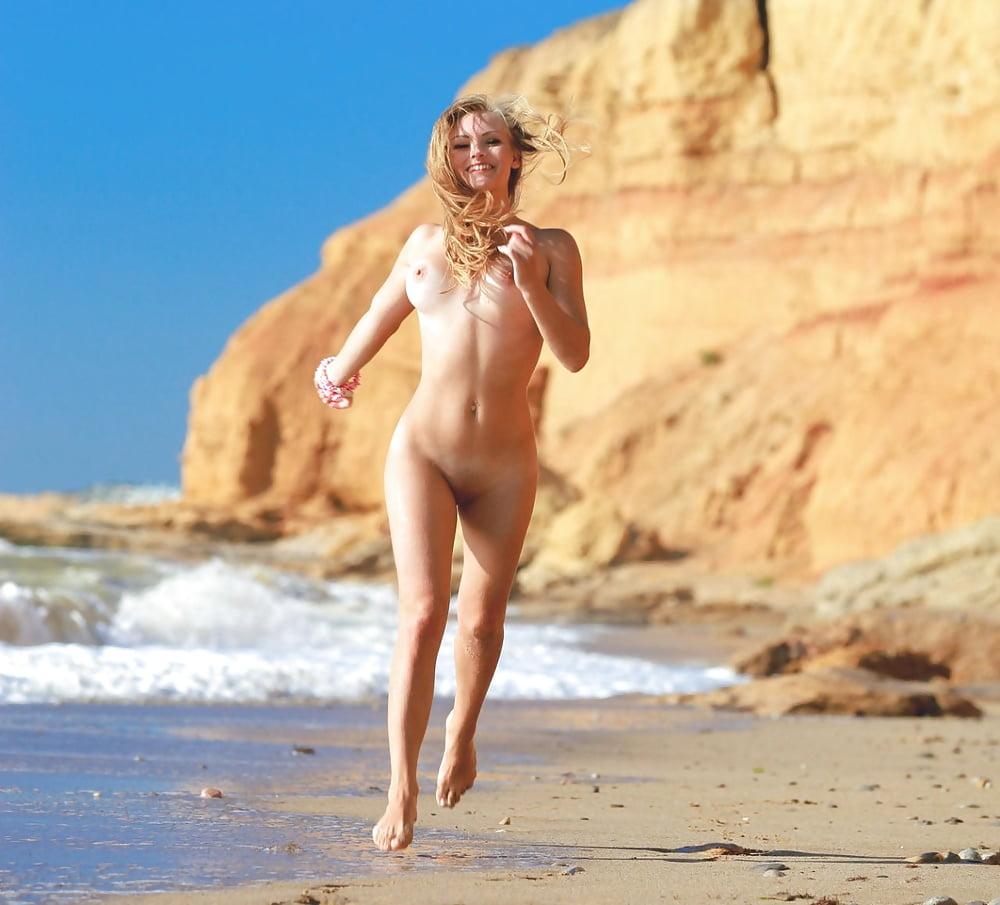 bahamas-resort-with-naked-girls