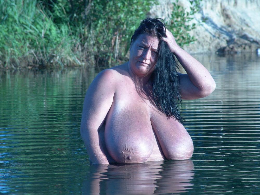фото голые толстушки в воде вниз