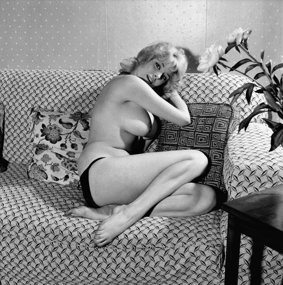 старинное черно белое эротическое фото когда девушкой занимались