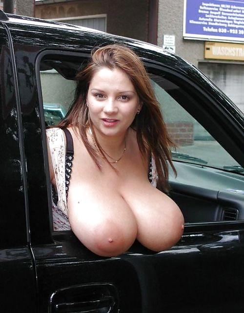 Порно сиськи огромные под дождем в машине
