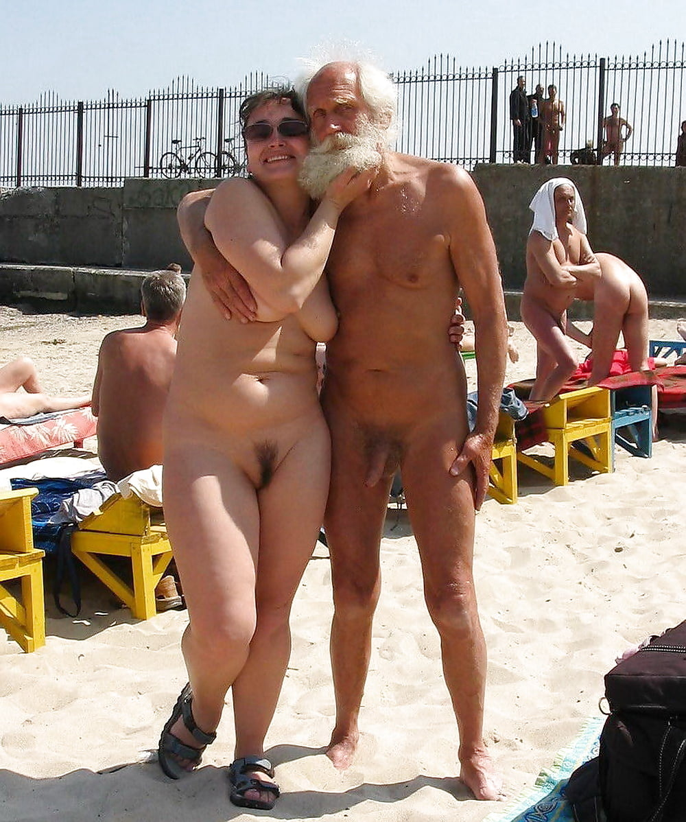 Секс на нудийском пляже с пожилыми и полными