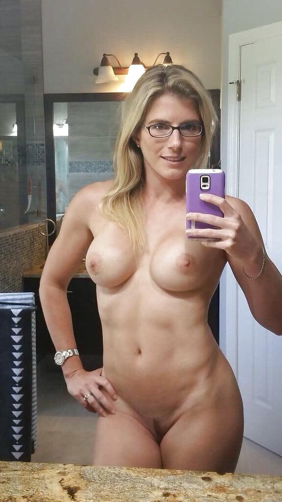 Moms Like Nude Selfies Too - 12 Pics  Xhamster-1485