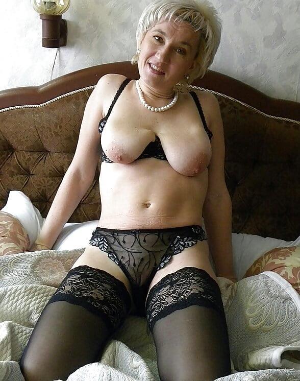 секс видео красивых пожилых женщин в домашнем белье