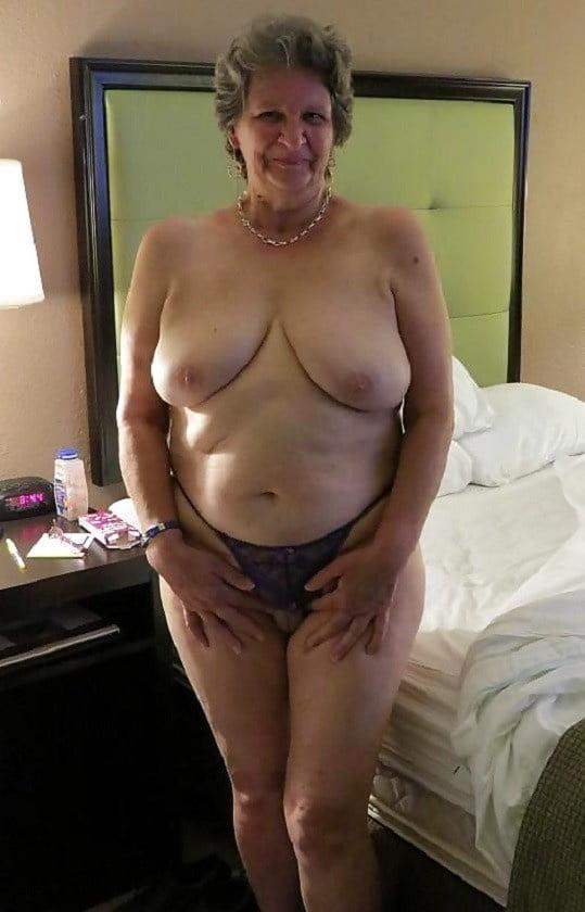 Zuzanna op zoek naar grote borsten - 2 2