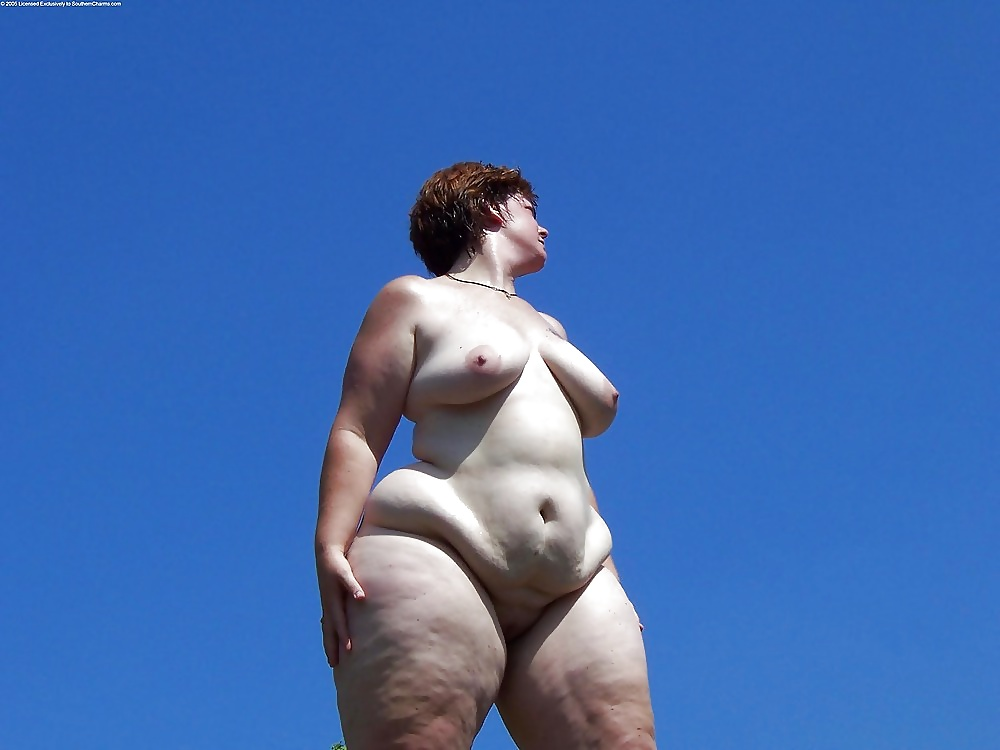 fat-hips-of-naked-women