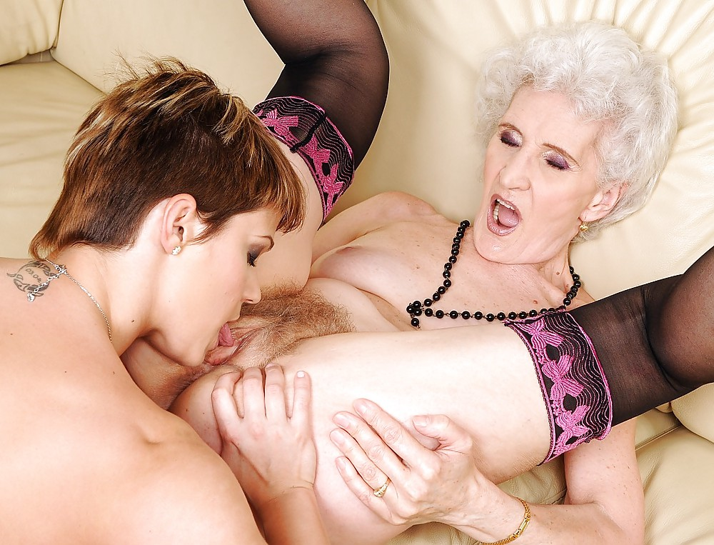 free-thumbs-granny-pussy-lesbian-stocking-lisa-marie-porn-black