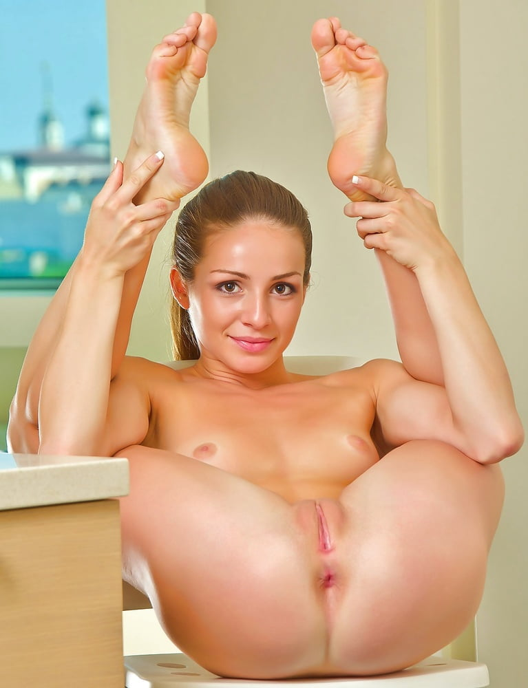 Teen girls feet naked — img 4