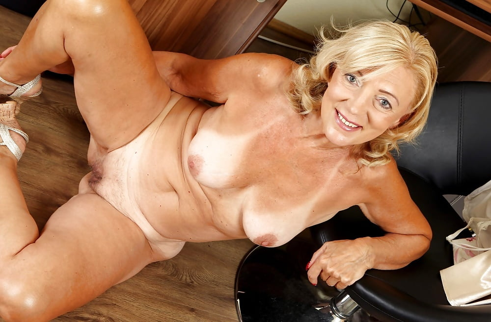 Hot mature women photos