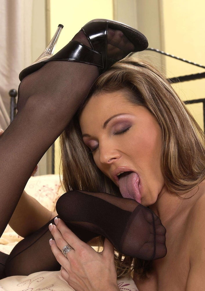 Taylor raz worship the escort's pantyhose feet