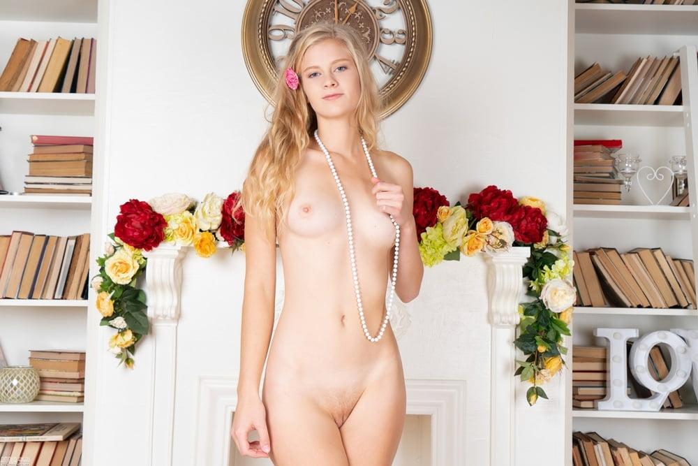 Cosmid Sara Barnard Naturals Small Boobs Peachyforum Handjob Xxx Porn Pics