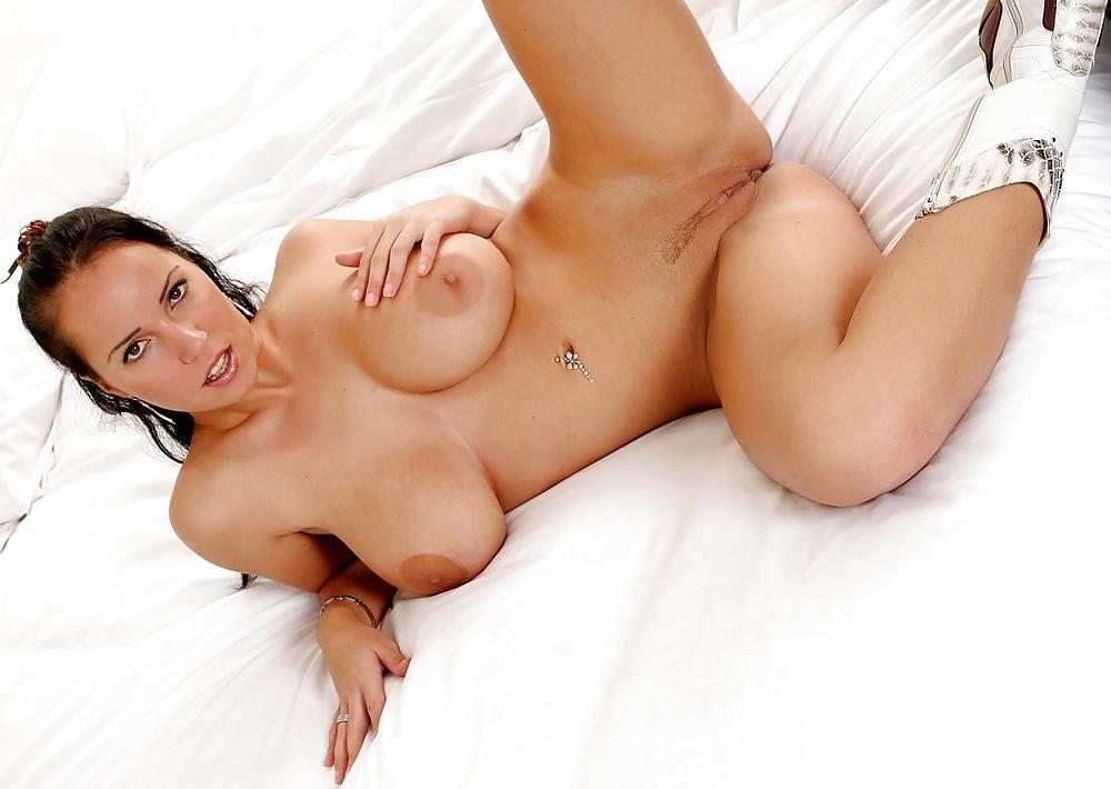 seks-molodie-lezhat-grudi-porno-hud-seks-film