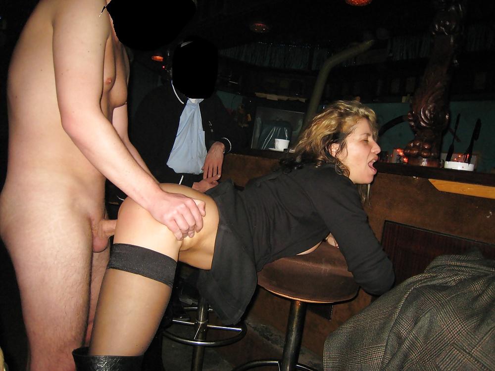 Порно трахнул в баре, видео кончил в метро