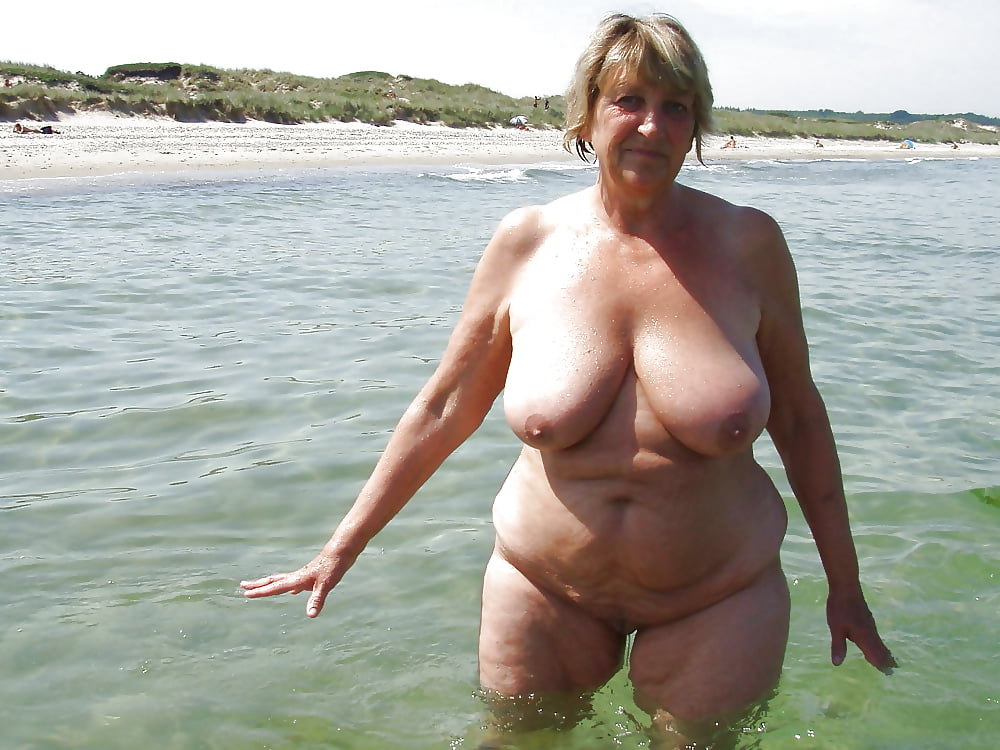 Bbw Matures And Grannies At The Beach 274 - 15 Pics -2774