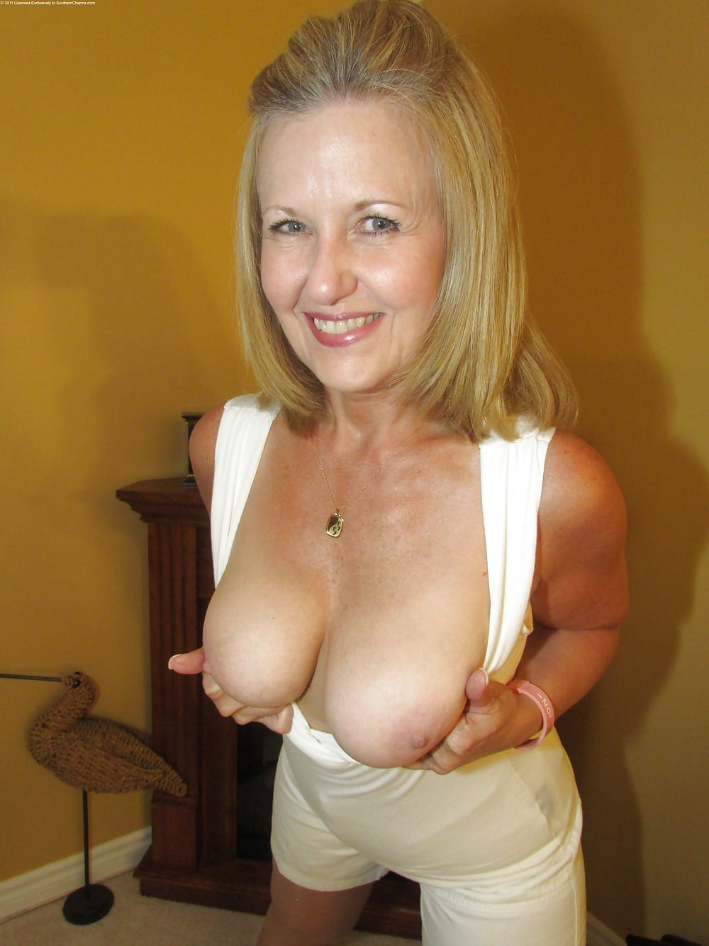 Milf And Moms And Aunts X4 32 Pics Xhamster