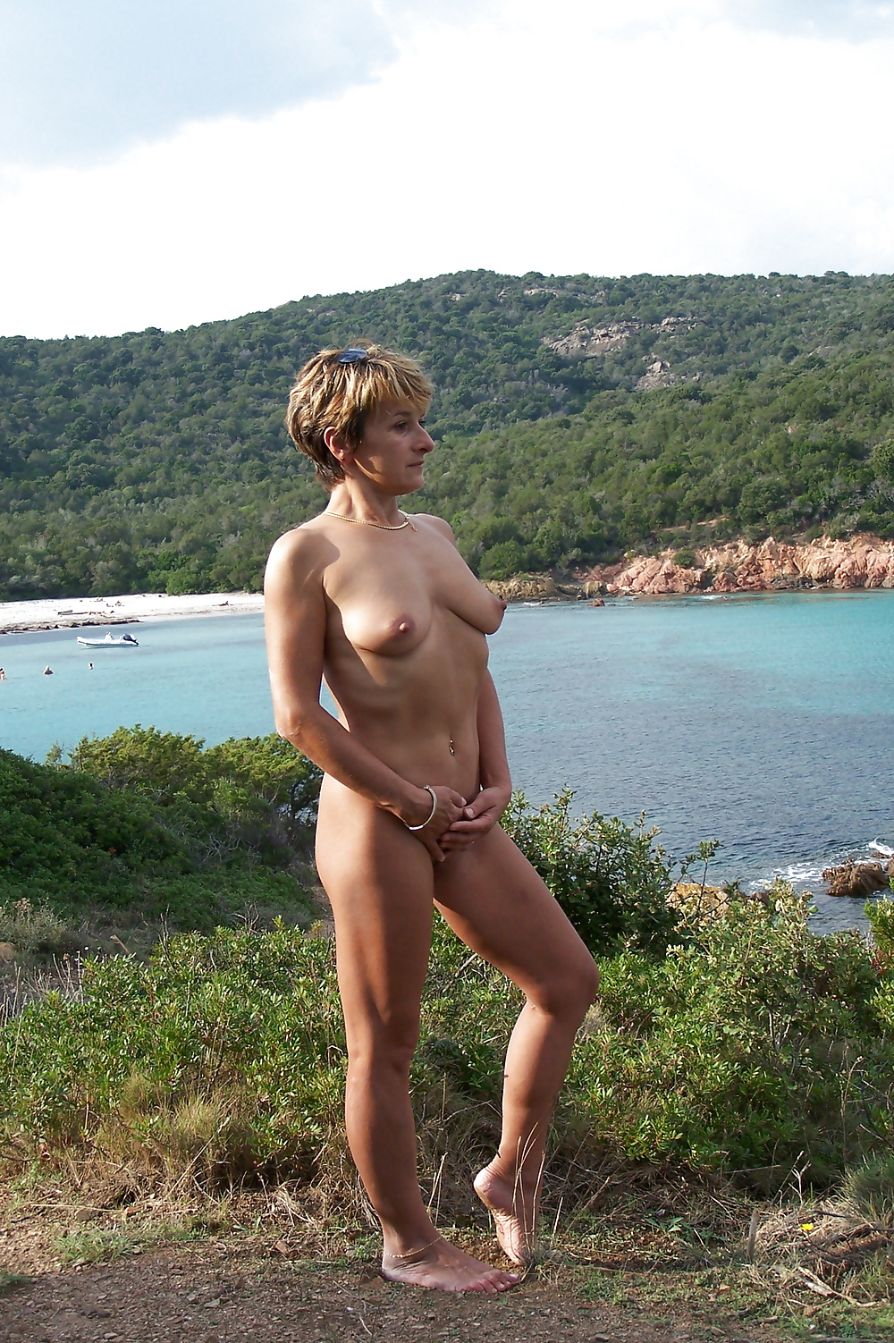 Naked mom river — pic 2