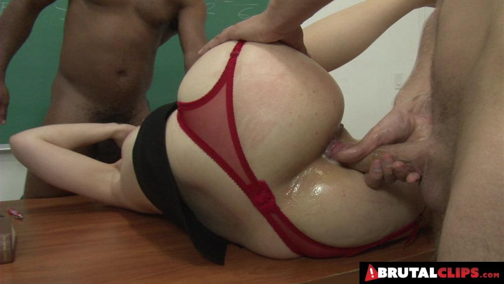Sex Bomb Sarah Shevon In Extreme Classroom Gangbang - 8 Pics