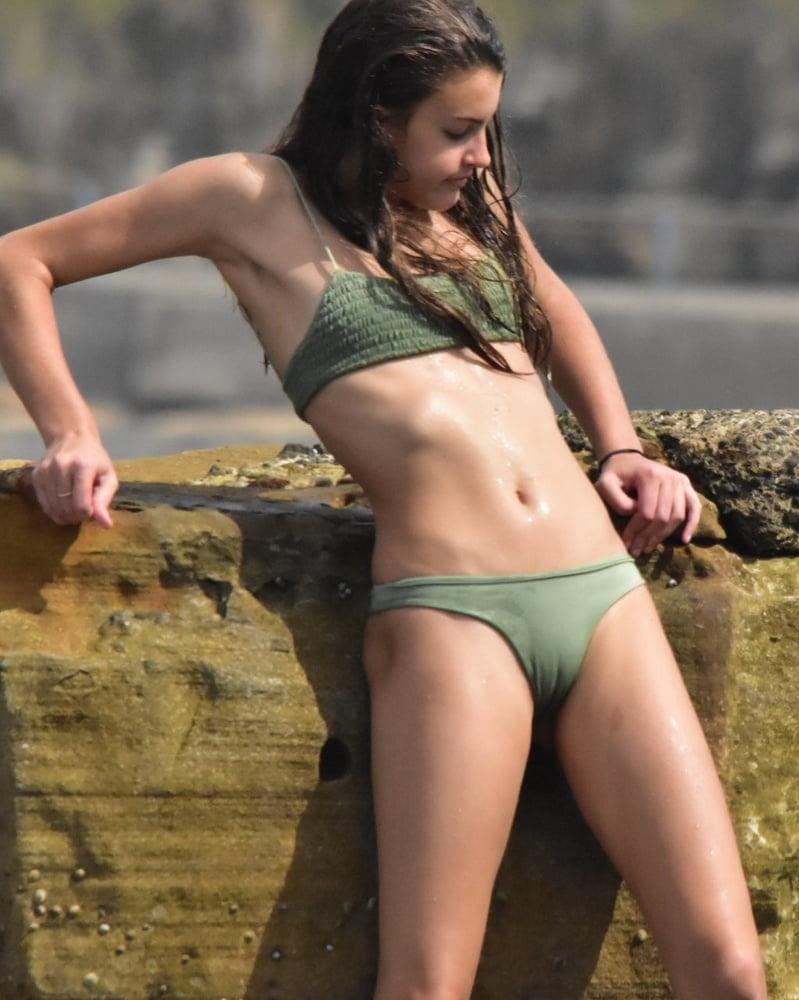 Bikini girls catched - 55 Pics