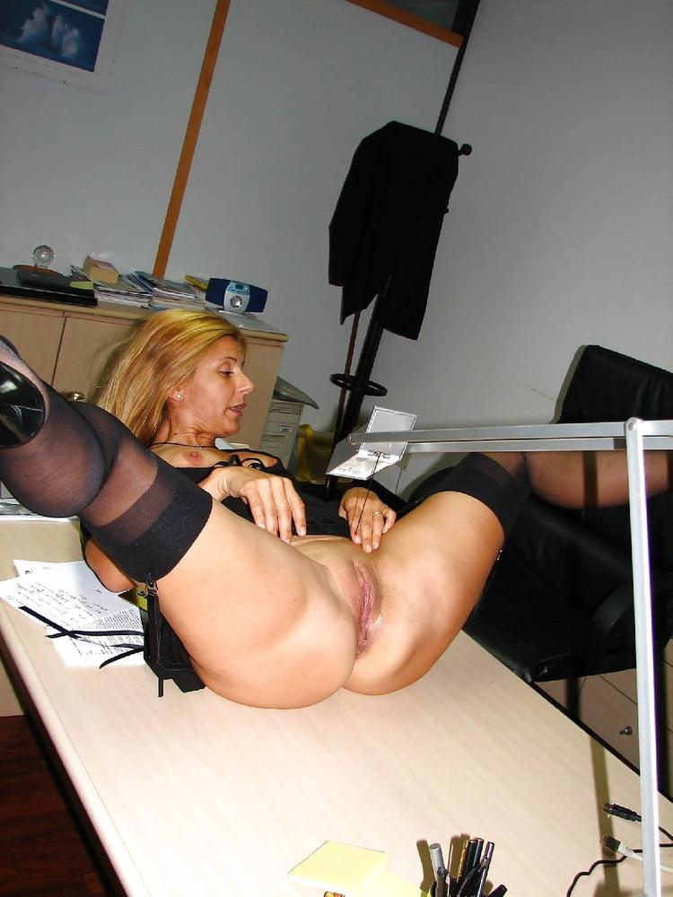 Amateur milf spread secretary