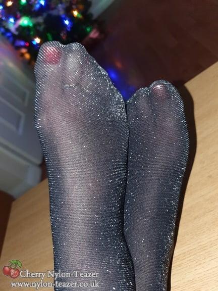 Ho Ho Ho - All that Glitters is... - 17 Pics