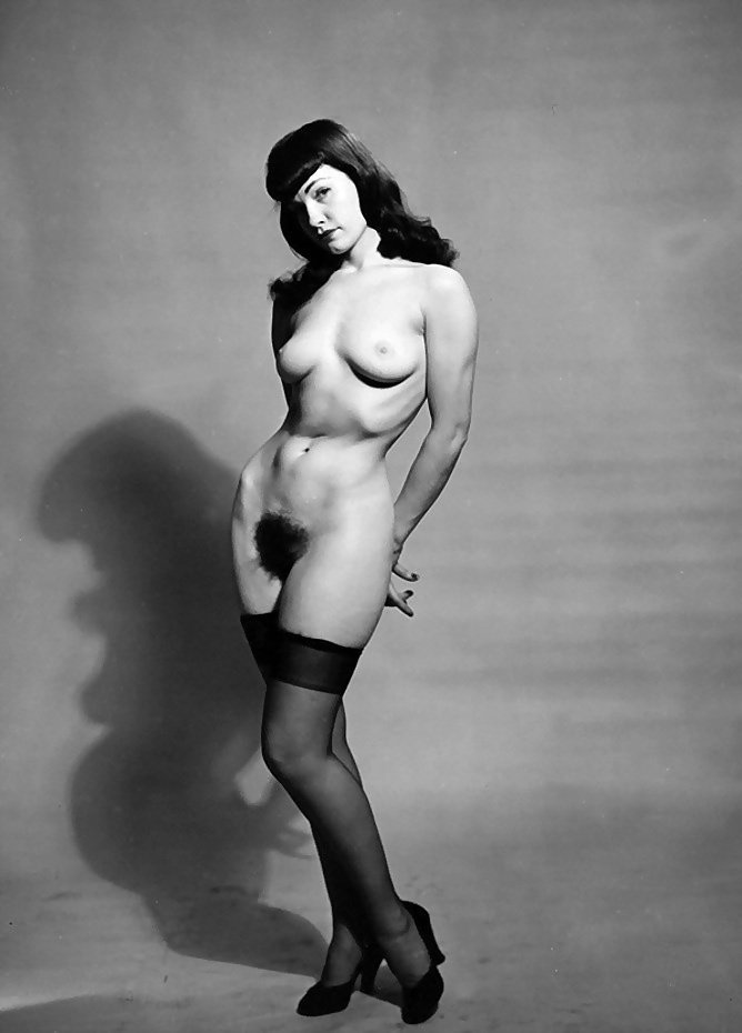 betty-page-nude-photo-casual-nudity-girl