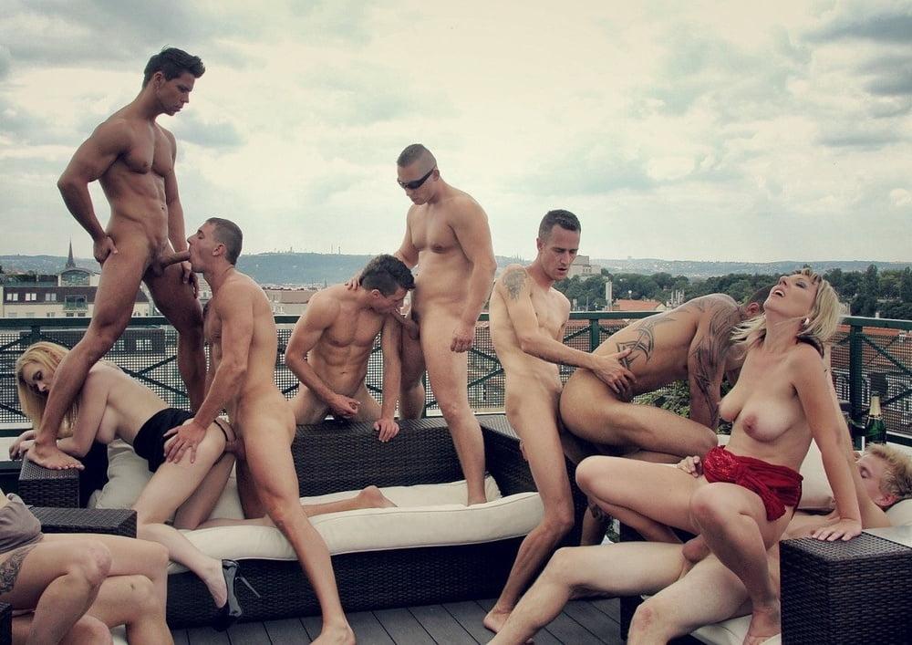 Бисексуалы на крыше огромной грудью