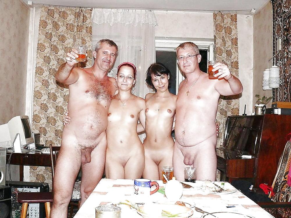 Фото зарубежных эротика в обычных семьях девичнике один парень