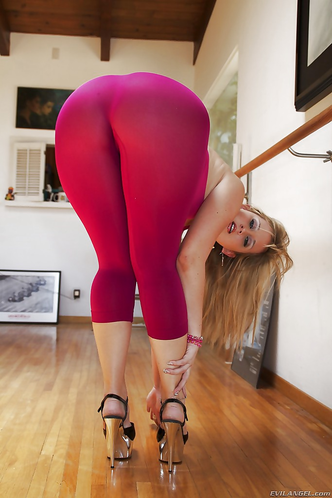 Fucking people sexy blonde girls in yoga pants ass guy fucks redneck